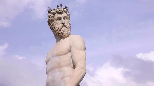la statua di nettuno a firenze, italia - fontana struttura costruita dall'uomo video stock e b–roll