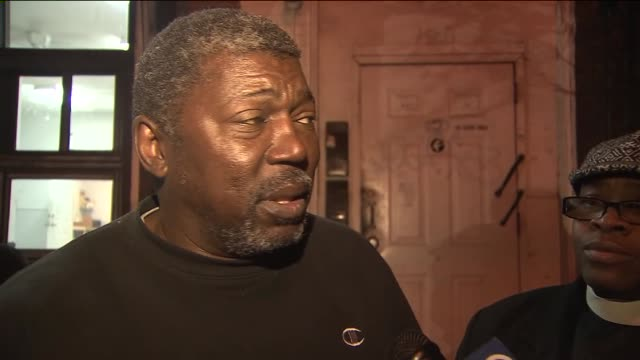 the stepfather of eric garner broke down while discussing a grand jury's decision to not indict nypd officer daniel pantaleo in garner's chokehold... - 継父点の映像素材/bロール