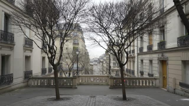 vidéos et rushes de the steps of montmartre, paris in winter. - marches et escaliers