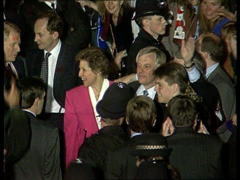the story overnight general election 1992 the story overnight itn lib england london tory central office night airv tory central office with crowds... - john major stock-videos und b-roll-filmmaterial