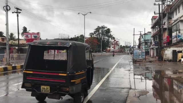 the streets of odisha state capital bhubaneswar lie deserted as indian authorities race to complete the evacuation of more than one million people... - evacuation stock videos & royalty-free footage