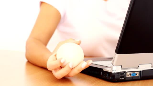 vidéos et rushes de la balle anti-stress - presser
