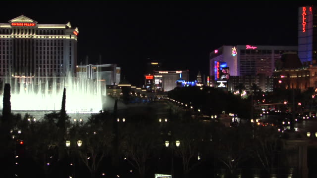 ws, the strip and bellagio fountain at night, las vegas, nevada, usa - bellagio hotel stock videos & royalty-free footage