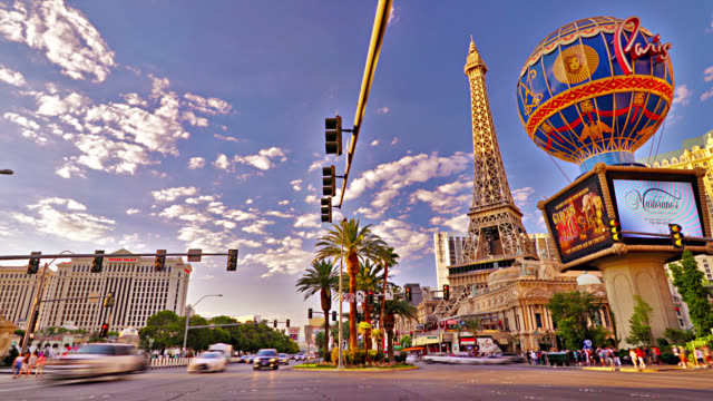 the strip. las vegas. eiffel tower. globe. casino. hotel. - boulevard video stock e b–roll