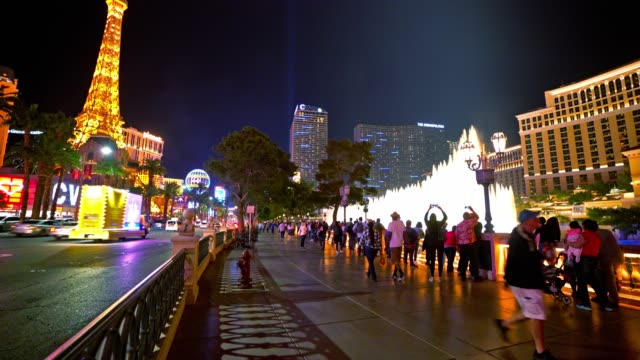 the strip. las vegas. - the strip las vegas stock-videos und b-roll-filmmaterial