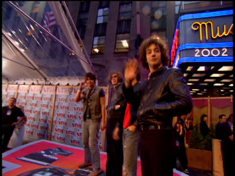 vídeos de stock e filmes b-roll de the strokes is attending the 2002 mtv video music awards red carpet. - 2002