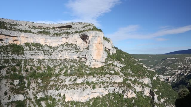 the stunning gorges de la nesque in the luberon/vaucluse, provence, france. - luberon stock-videos und b-roll-filmmaterial