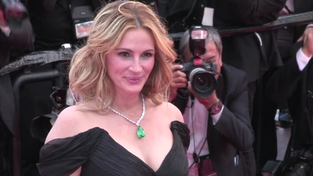 vídeos de stock, filmes e b-roll de the stunning julia roberts for the first time in cannes to present money monster at the film festival 2016 thursday 12th, may 2016 - cannes, france - julia roberts