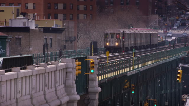 the # 1 subway train leaves the elevated 125th subway stop on broadway. - harlem stock videos & royalty-free footage