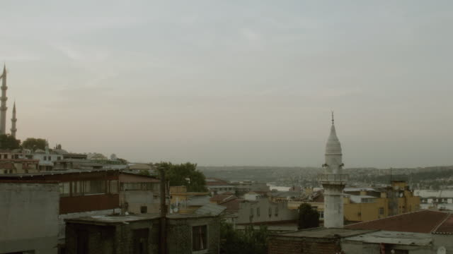 stockvideo's en b-roll-footage met pan the suleymaniye mosque standing on a hilltop over the golden horn / istanbul, turkey - torenspits