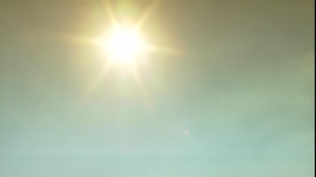 the sun burns through a hazy sky over the giza pyramids. - egitto video stock e b–roll