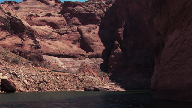 vidéos et rushes de the sun casts shadows in the crevices on the walls of a canyon. - grès