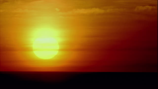 stockvideo's en b-roll-footage met the sun glows over the mongolian-manchurian-steppe. available in hd. - mongolië