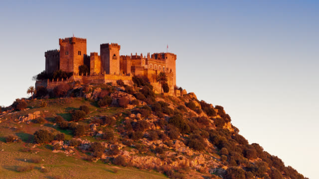 t/l the sun is setting on almodovar del rio's castle / almodovar del rio, cordoba, spain - 中世点の映像素材/bロール