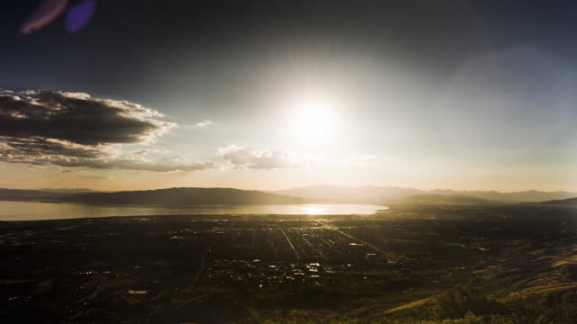 stockvideo's en b-roll-footage met the sun sets over provo, utah. - provo