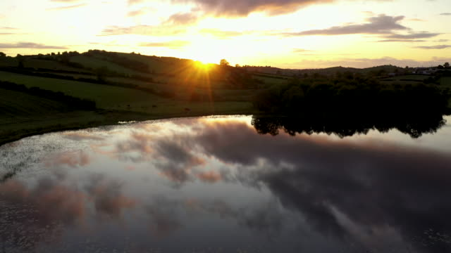 the sun sets over the landscape close to the border between ireland and northern ireland on august 28 2019 in castleblayney ireland the 310m/500 km... - 北アイルランド点の映像素材/bロール