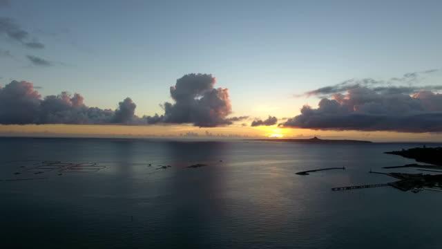 the sun setting in the sea of okinawa - okinawa prefecture stock videos & royalty-free footage