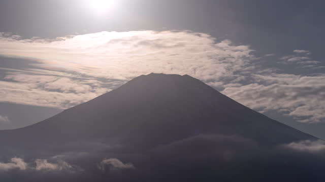 the sun setting towards mt. fuji with iridescent clouds (time lapse) - light natural phenomenon stock videos & royalty-free footage