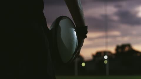 太陽は伝説になるという彼の野望に決して沈まないだろう - スポーツ ラグビー点の映像素材/bロール