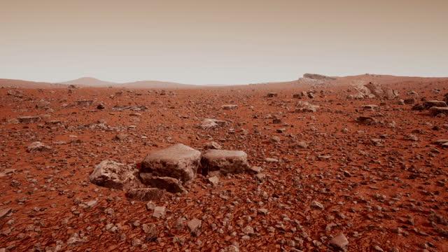 vídeos de stock, filmes e b-roll de a superfície de marte, repleta de pequenas rochas e areia vermelha - geologia