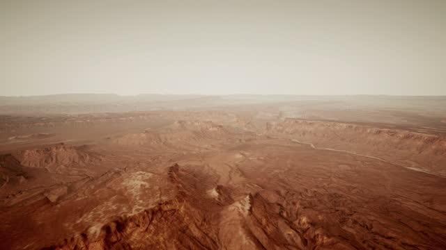 die oberfläche des mars, übersät mit kleinen felsen und rotem sand - colony stock-videos und b-roll-filmmaterial