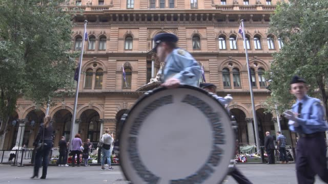 the sydney cenotaph in martin place on april 25, 2017 in sydney, australia. australians commemorating 101 years since the australian and new zealand... - anzac day stock videos & royalty-free footage