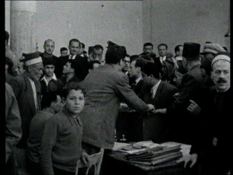 stockvideo's en b-roll-footage met the syria collection 1; t24025803 24.2.1958: syrians casting votes in plebiscite on union with egypt and nasser as first president of united arab... - var