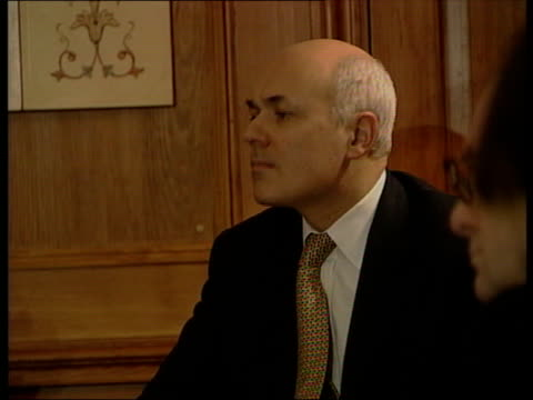 the syria collection 2 r17120201 pres bashar assad meeting with conservative party leader iain duncansmith seated with liberal democrat leader... - バッシャール・アル=アサド点の映像素材/bロール