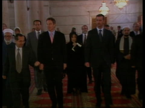 the syria collection 2 t31100102 british pm blair with president bashar assad of syria outside mosque in damascus both inside street scenes in... - バッシャール・アル=アサド点の映像素材/bロール