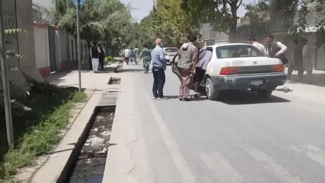 vídeos y material grabado en eventos de stock de the taliban began to enter the outskirts of afghanistan's capital kabul on sunday as it surrounded the city from all sides, according to the... - kabul