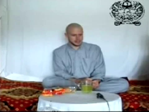 vídeos de stock e filmes b-roll de the taliban has released a video of a captive us soldier who was snatched by the islamist militants in afghanistan late last month kandahar... - kandahar