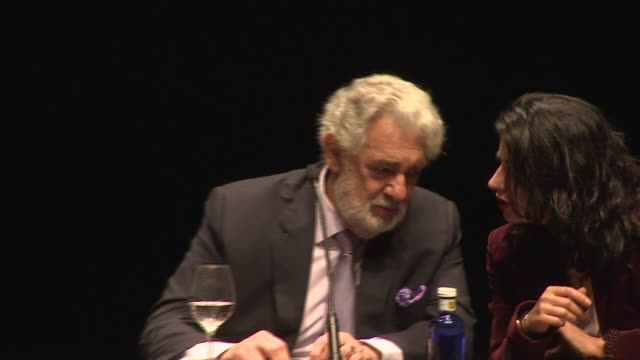 the tenor plácido domingo and the soprano nino machaidze attend the photocall and press conference to present 'thaïs' by jules massenet, an opera in... - ソプラノ点の映像素材/bロール