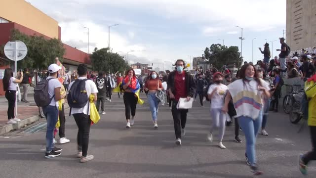 vídeos de stock, filmes e b-roll de the tension between the government and civil society continued to escalate as colombia marked its ninth day of protests on thursday, may 6. thousands... - major road