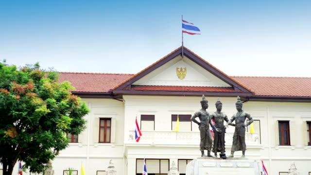 3 人の王の記念碑と古い都市センターのチェンマイ県、タイ。 - 夏休み点の映像素材/bロール