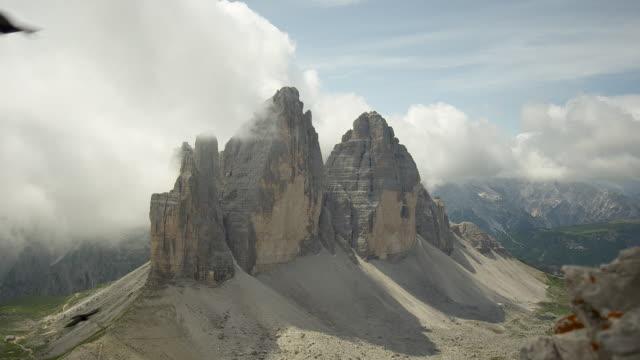 the three peaks, birds flying around - naturligt landmärke bildbanksvideor och videomaterial från bakom kulisserna