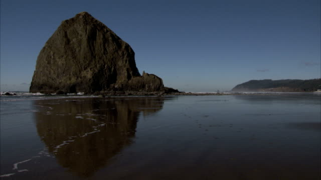 the tide reflects haystack rock on the oregon coast. available in hd. - oregon coast stock videos & royalty-free footage