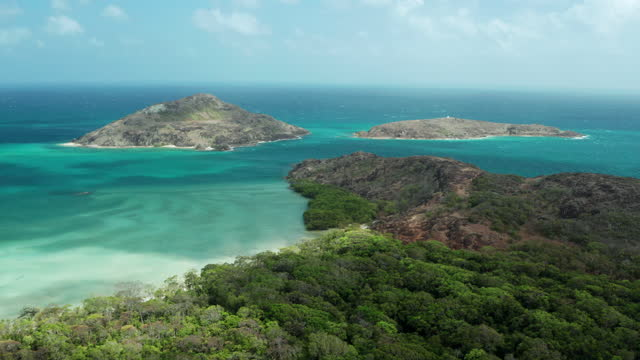 the tip of cape york, northernmost point of the australian mainland - bronek kaminski stock videos & royalty-free footage