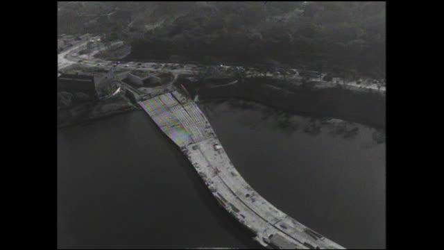 The Tokyo Metropolitan Expressway Inner Circular Route is under construction near Chidorigafuchi.