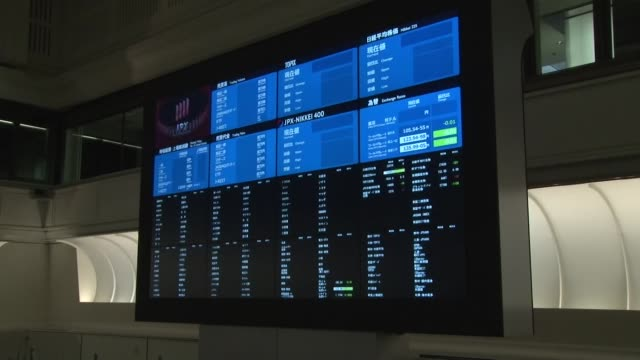 stockvideo's en b-roll-footage met the tokyo stock exchange reopens normally on oct. 2 after trading in all shares was halted for the whole session the previous day due to a system... - financiële pagina