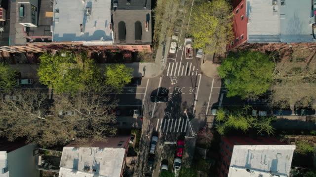 Oben direkt über Blick auf die Kreuzung der Straßen der Stadt in Brooklyn, New York
