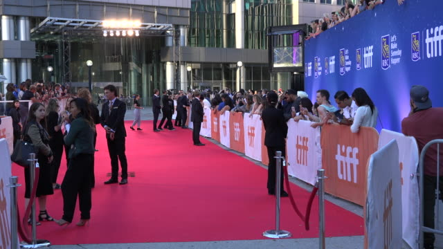 vídeos de stock, filmes e b-roll de the toronto international film festival is one of the largest publicly attended film festivals in the world attracting over 480000 people annually... - festival de cinema de toronto