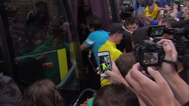 the tour de france to finish in paris with chris froome wearing the yellow jersey. shows exterior shots chris froome walking onto team sky bus &... - tour de france stock videos & royalty-free footage