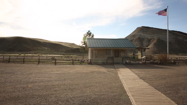 the tourist information center at the painted hills monument in southern oregon. - oregon us state stock videos & royalty-free footage