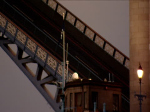 the tower bridge drawbridge raises. - drawbridge stock videos & royalty-free footage
