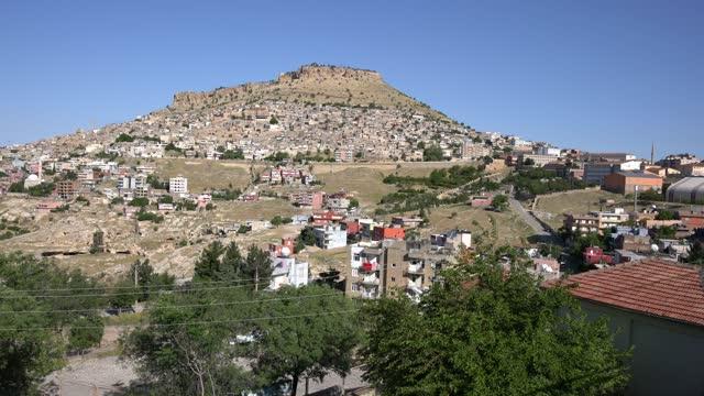 vidéos et rushes de the town of eski halfeti (old halfeti), partially submerged by the rising waters of the birecik dam - lieu de culte