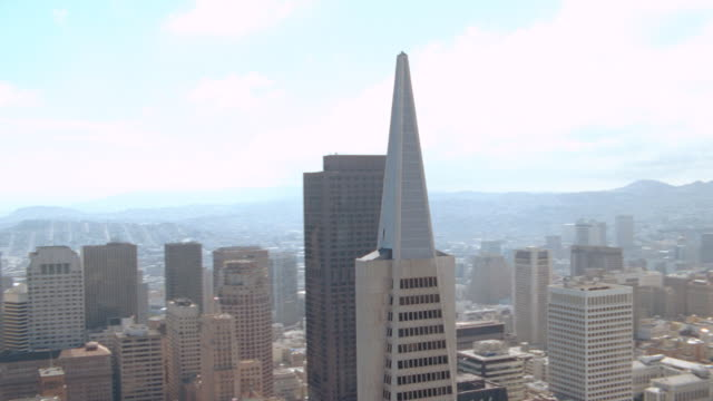 vidéos et rushes de the transamerica building and several skyscrapers mark the downtown area of san francisco. - transamerica pyramid san francisco