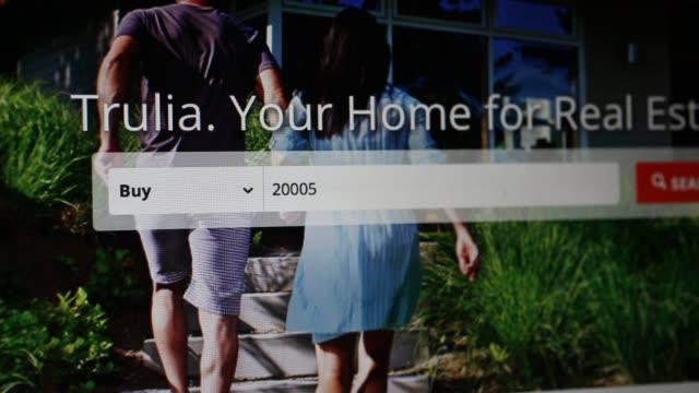 vídeos y material grabado en eventos de stock de the trulia inc website is arranged for a photograph in washington, dc, close up shots of a mouse cursor clicking through the trulia website, and... - cursor