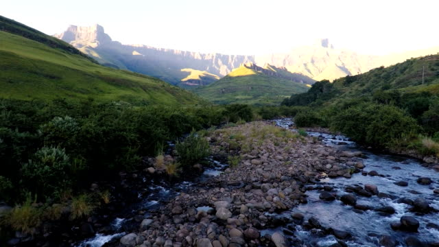 the tugela river flowing from the might amphitheatre and the drakensberg mountains, kwa-zulu natal, south africa - drakensberg mountain range stock videos & royalty-free footage