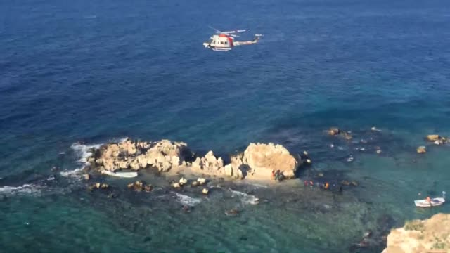 the turkish coast guard on december 14, 2017 rescued 68 migrants stranded on a small rocky islet in the aegean sea. the migrants, including women and... - mittelmeer stock-videos und b-roll-filmmaterial