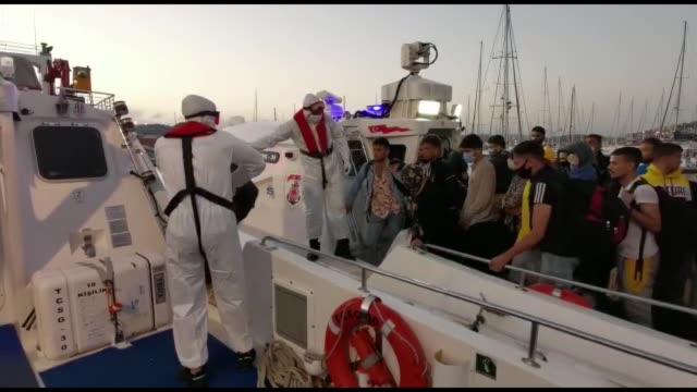 the turkish coast guard rescued 179 asylum seekers who were pushed back by greek coastal officers into turkish waters in the aegean sea, security... - echtzeit stock-videos und b-roll-filmmaterial